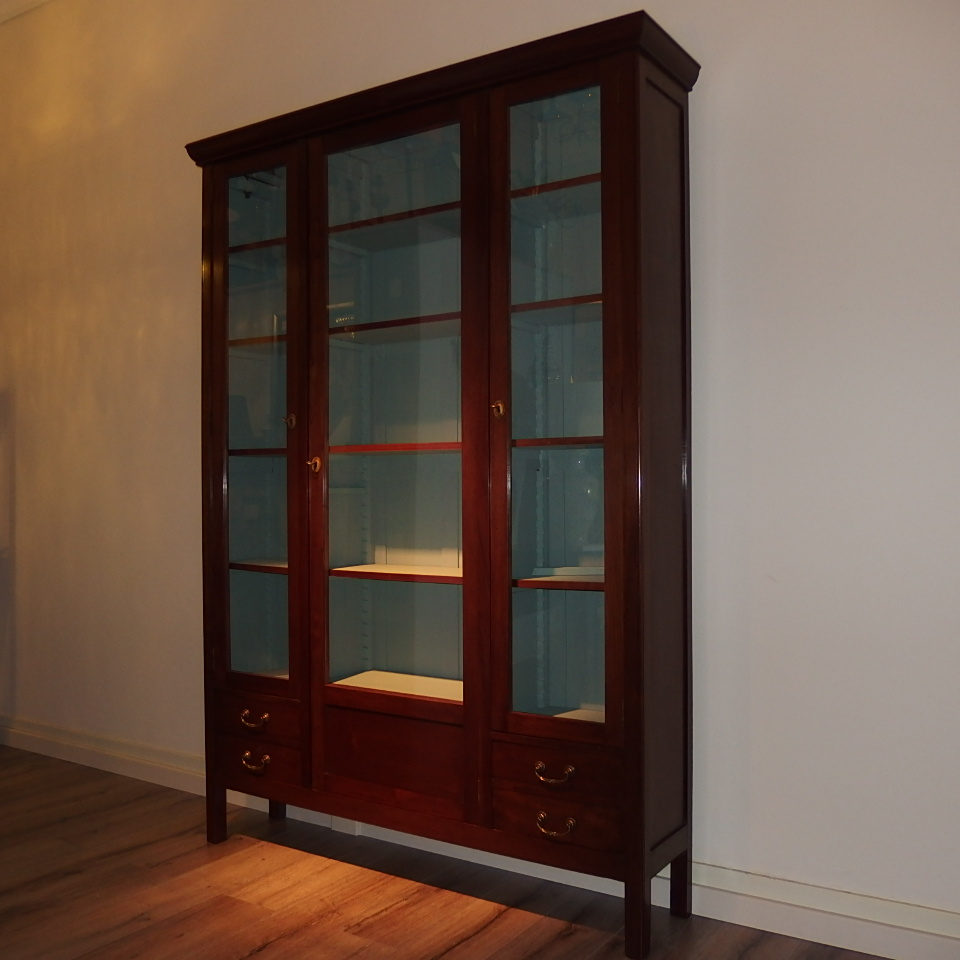 Antieke Boekenkast Mahonie.Kasten Lumina Lampenkappen Uit Eigen Atelier Sfeerverlichting En